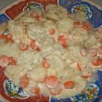Saumon au four avec pommes de terre, carottes et sauce béchamel