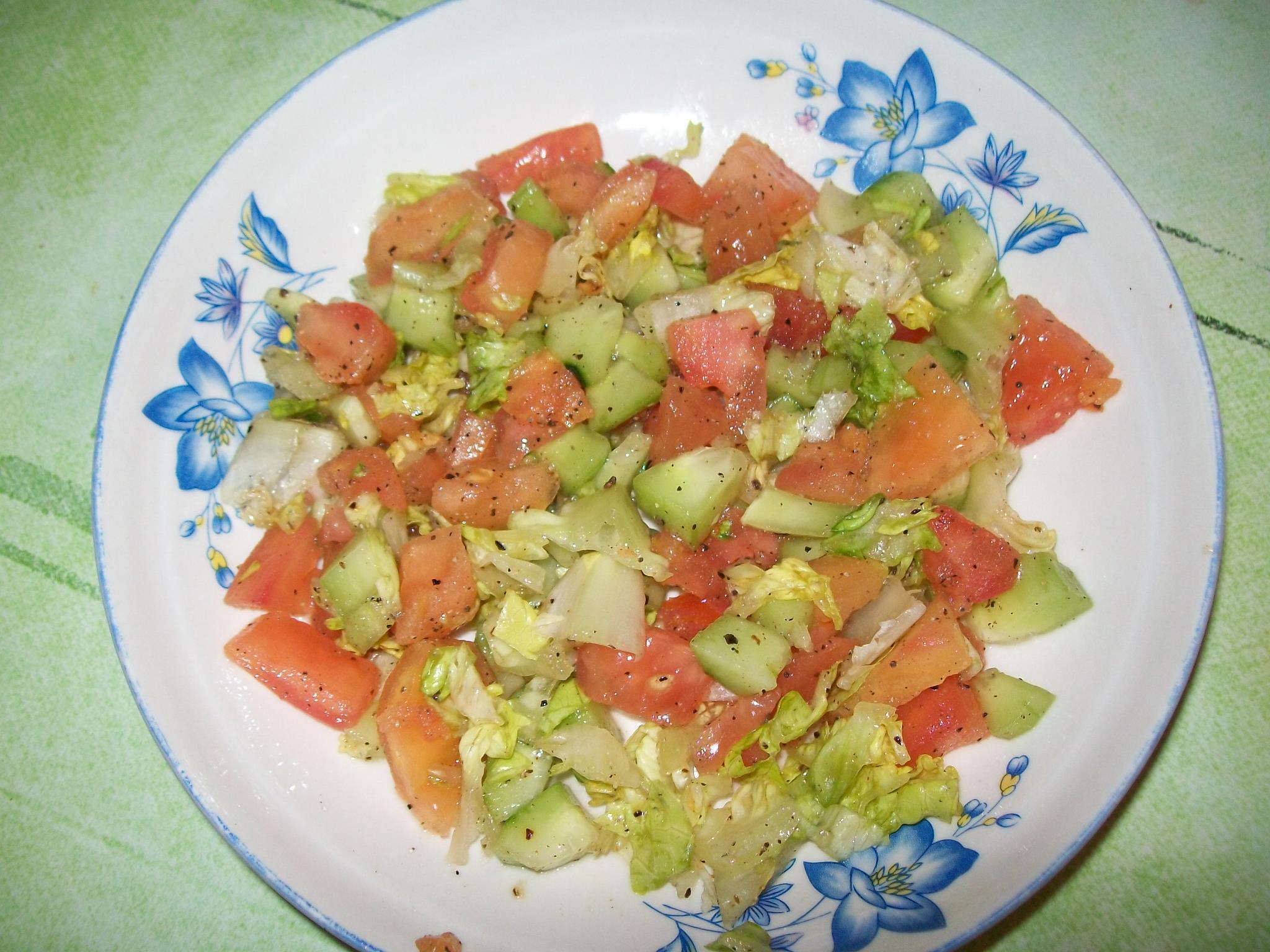 salade verte aux tomates