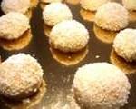 gtateaux frits enrobés de noix de coco