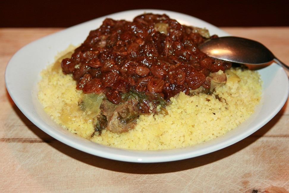 Couscous au veau, raisins secs et oignons caramélisés