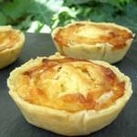 tartelettes-aux-oignons-pignons-et-chevre_50583_w460