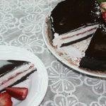 Gâteau Miroir au Chocolat & Fraises